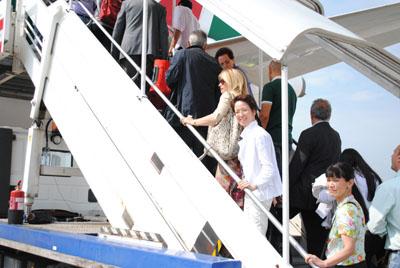 バーリへ向かう飛行機:タラップ.jpg